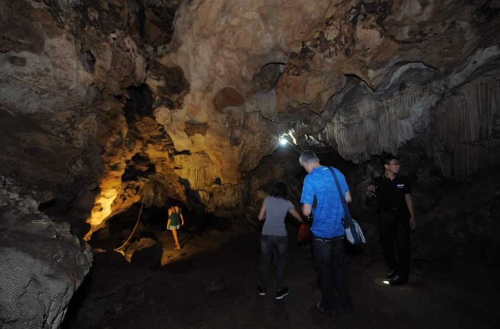 Visit Thien Canh Son Cave